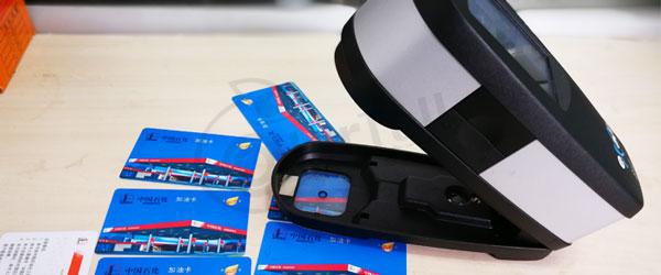使用eXact密度仪检测中国石化加油卡颜色