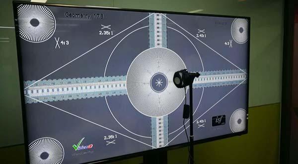 与客户交流并测试视频校准新技术